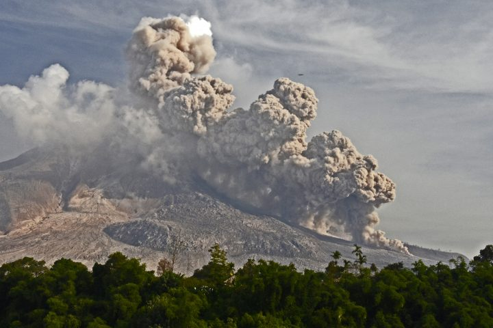 "Sinabung - Indonésie - voyage special eruption ""express"" - 80 Jours Voyages"