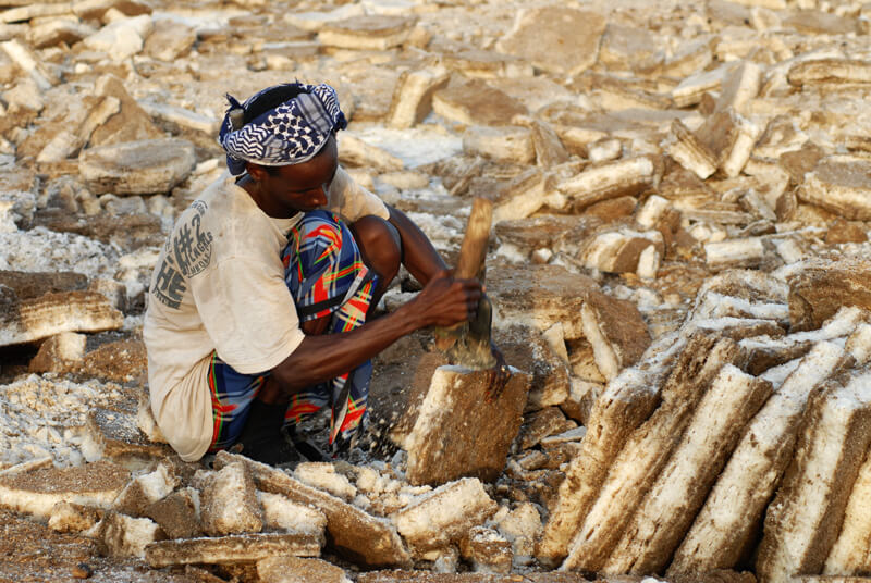 ethiopie, danakil, travailleur de sel, 80 jours voyages, sylvain chermette